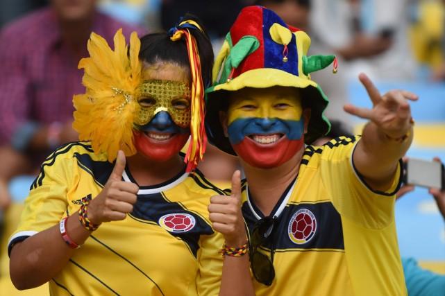 Des partisans de l'équipe colombienne manifestent leur joie... (Photo Christophe Simon, Archives Associated Press)