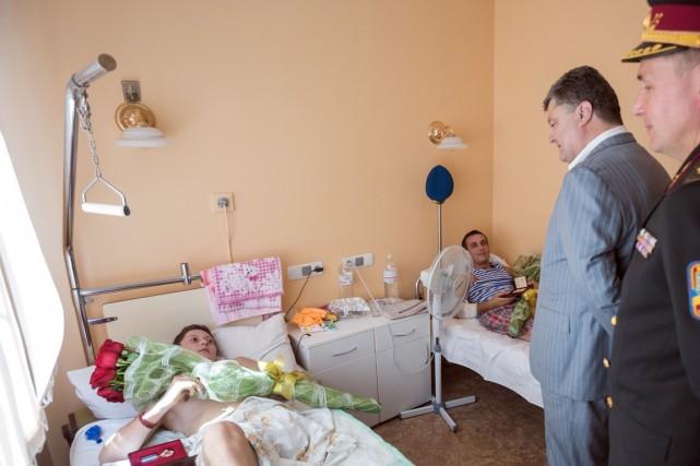 Le président ukrainien Petro Porochenko et le ministre... (Photo MYKHAYLO MARKIV, AFP)