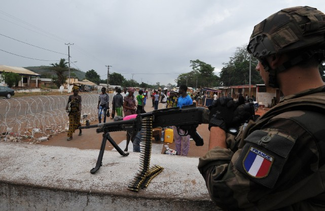 De violents accrochages ont opposé lundi soldats français et combattants de la... (Photo SIA KAMBOU, AFP)