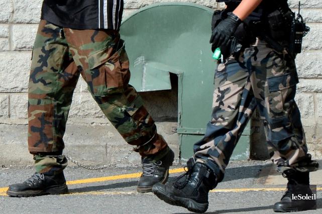 Les policiers de la Ville de Québec abandonnent les jeans et les pantalons... (Photo Le Soleil, Erick Labbé)