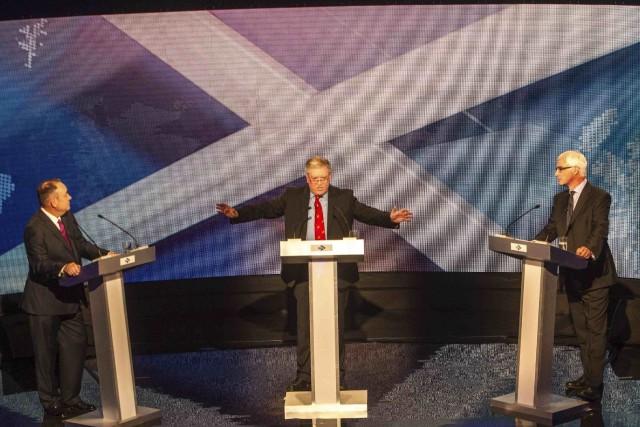 Alex Salmond (gauche), le premier ministre écossais partisan... (PHOTO PETER DEVLIN, AGENCE FRANCE-PRESSE)