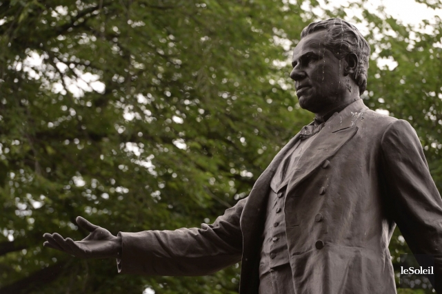 La statue de George-Étienne Cartier dans le parc... (Le Soleil, Patrice Laroche)