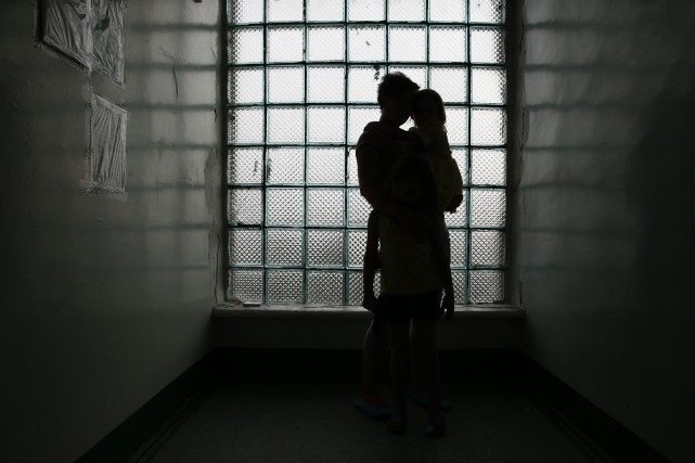 Femmes, étrangers, même des adolescents, tout est bon... (Photo MAXIM ZMEYEV, REUTERS)