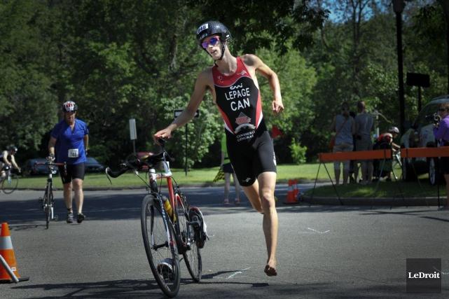 Le triathlète Alexis Lepage passera les prochains mois... (Martin Roy, Archives LeDroit)