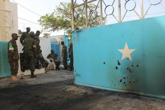 Des soldats de l'Amisom montent la garde au... (PHOTO ABDULFITAH HASHI NOR, ARCHIVES AFP)