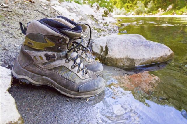 Faire de la randonnée ne requiert pas beaucoup d'équipement: une bonne paire de... (Photo Digital/Thinkstock)