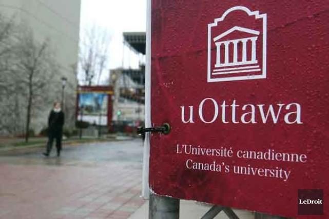 Au cours du dernier mois, le recteur de l'Université d'Ottawa, Allan Rock, et... (PHOTO PATRICK WOODBURY, ARCHIVES LE DROIT)
