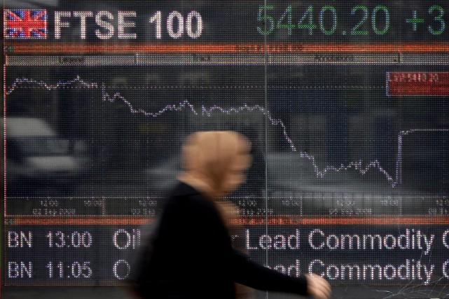 À Londres, l'indice FTSE 100 a perdu près... (Photo Shaun Curry, AFP)