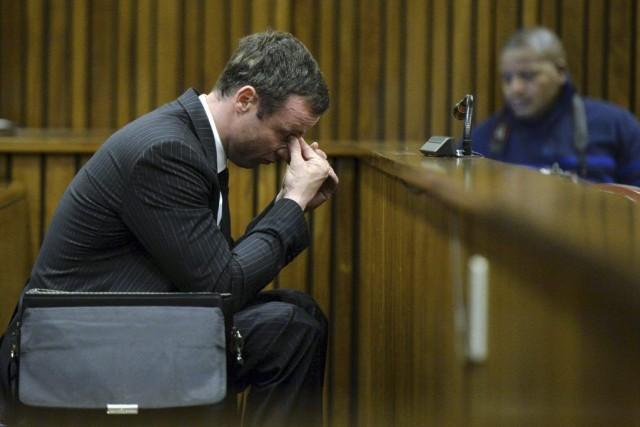 Oscar Pistorius encourt jusqu'à vingt-cinq ans de prison.... (PHOTO HERMAN VERWEY, AFP)