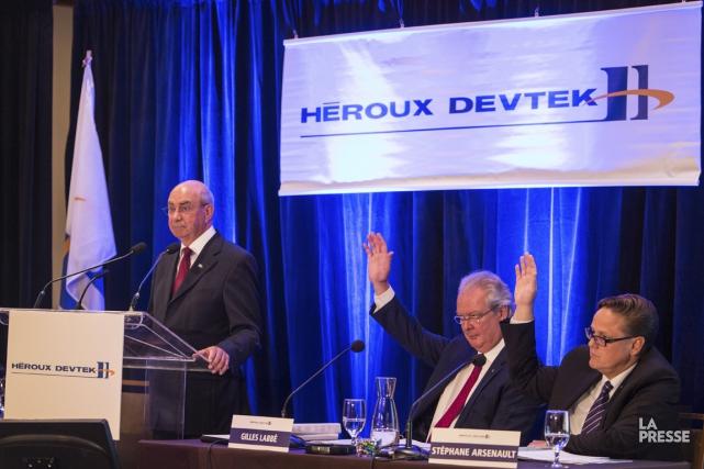 Réal Raymond, vice-président principal (au micro), Gilles Labbé,... (PHOTO SIMON GIROUX, ARCHIVES LA PRESSE)