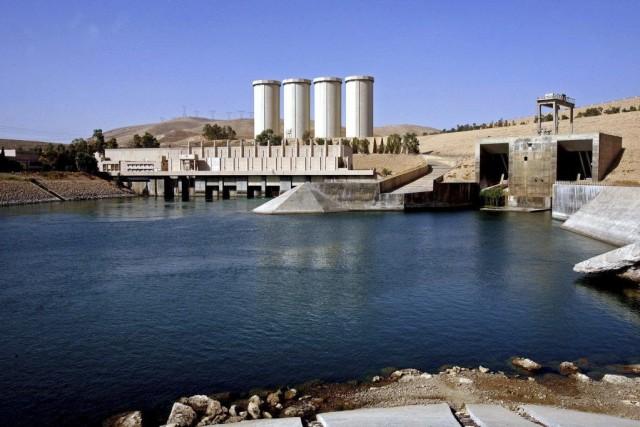 Le barrage sur le fleuve Tigre, situé sur... (PHOTO ARCHIVES ASSOCIATED PRESS)
