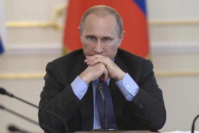 Pour Vladimir Poutine, le coût politique de l'embargo... (PHOTO ASSOCIATED PRESS)