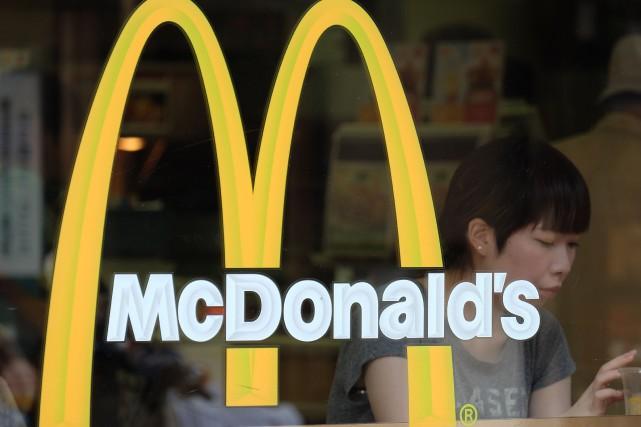 McDonald's avait déjà prévenu lundi que l'affaire compromettait... (PHOTO YURIKO NAKAO, ARCHIVES BLOOMBERG)