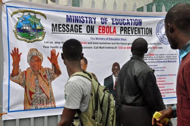 La présidente du Liberia Ellen Johnson Sirleaf apparait... (PHOTO ABBAS DULLEH, AP)