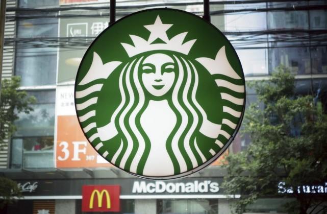 Des compagnies telles que Apple et Starbucks ont... (Photo JOHANNES EISELE, AFP)