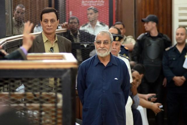 Comme le guide suprême des Frères musulmans, Mohamed... (PHOTO AHMED GAMEL, ARCHIVES AFP)