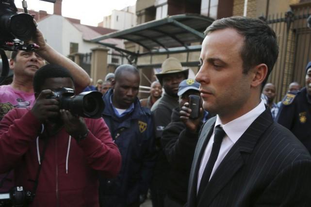 Oscar Pistorius, 27 ans, soutient qu'il a tué... (PHOTO THEMBA HADEBE, AP)