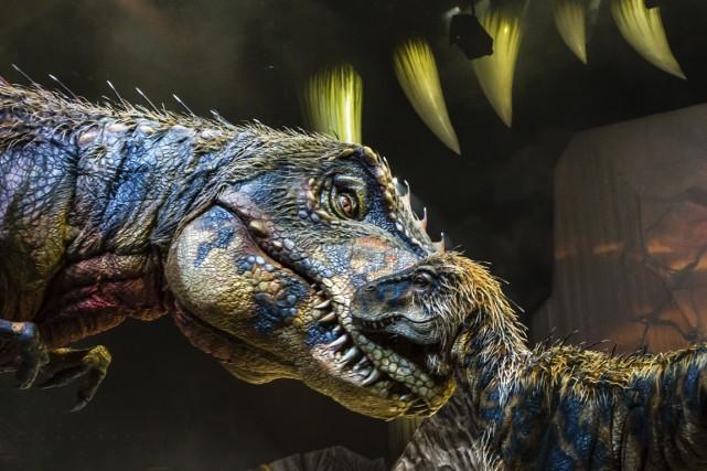 Le spectacle est peuplé d'une vingtaine de dinosaures... (Photo Patrick Murphy, fournie par la production)