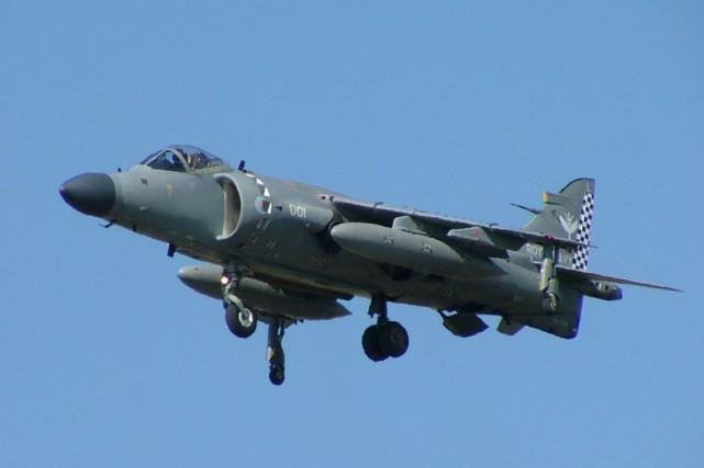 Un chasseur Sea HarrierFA2 de la Royal Navy.... (IMAGE TIRÉE DE WIKIPÉDIA)