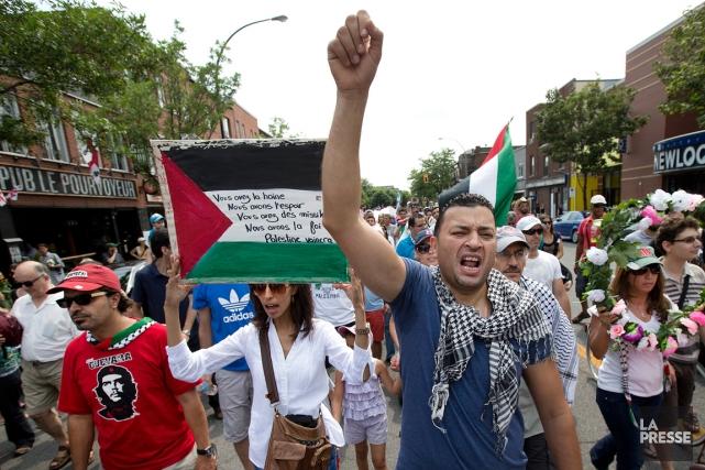 Une manifestation en appui aux Palestiniens a eu... (PHOTO ROBERT SKINNER, ARCHIVES LA PRESSE)