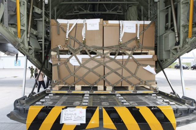 Du matériel militaire a été envoyé de la... (PHOTO LARS HAGBERG, PC)