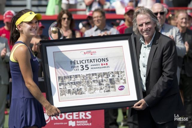 Eugène Lapierre a posé avec la champione du... (Photo: Robert Skinner, La Presse)