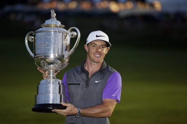 Il s'agit pour Rory McIlroyd'une troisième victoire consécutive,... (PHOTO ASSOCIATED PRESS)