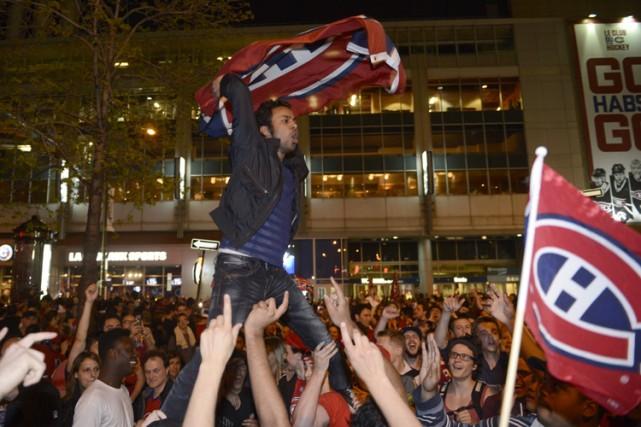 Des partisans du Canadien ont manifesté leur joie... (PHOTO ARCHIVES PC)