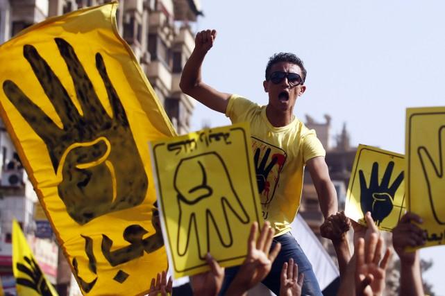 Des membres des Frères musulmans lors d'une manifestation... (Photo Amr Abdallah Dalsh, archives Reuters)