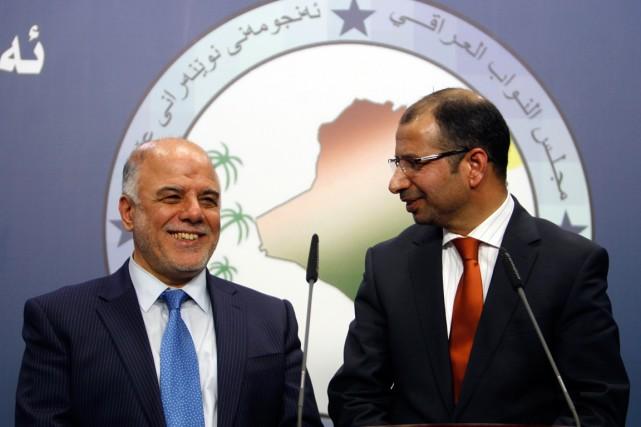 Haïdar al-Abadi, à gauche.... (Photo Ahmed Saad, archives Reuters)