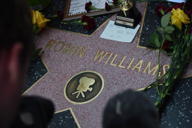 Lundi soir, des fans de Robin Williams avaient... (Photo: Reuters)