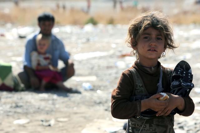 Réfugiés dans les arides montagnes environnantes, des milliers... (Photo AHMAD AL-RUBAYE, AFP)