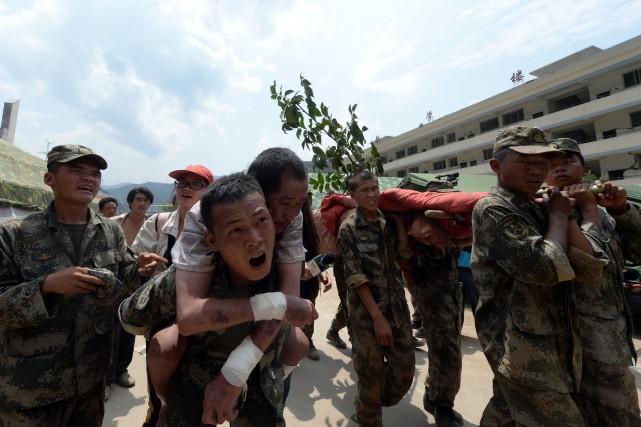 Alors que le bilan s'alourdissait jour après jour,... (Photo AFP)