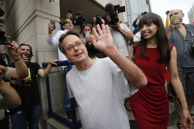 Marc Émery, accompagné de sa femme Jody,a salué... (Photo: Reuters)