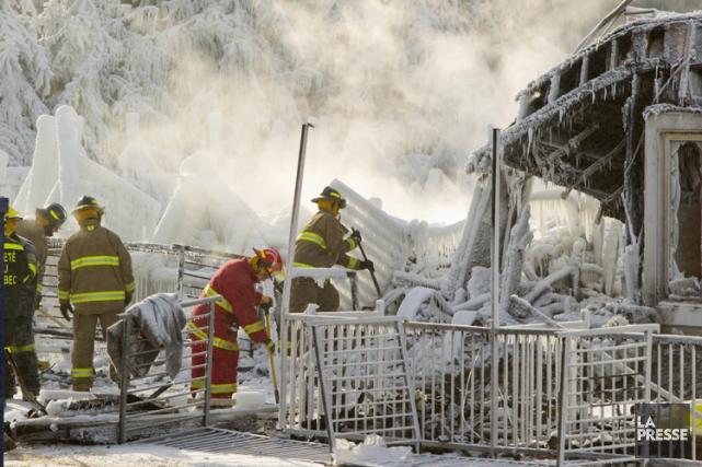 L'incendie de L'Isle-Verte a éclaté peu après minuit,... (PHOTO ALAIN ROBERGE, ARCHIVES LA PRESSE)