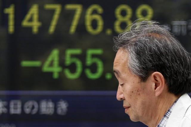 Les économistes entrevoient une reprise dans les mois... (PHOTO YUYA SHINO, REUTERS)
