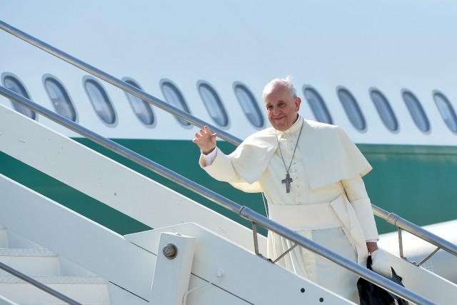 Le pape François est déjà très populaire en... (Photo ALBERTO PIZZOLI, Reuters)