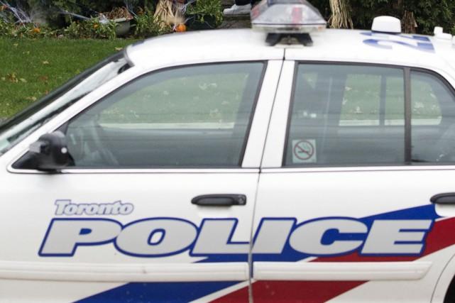 La police de Toronto a arrêté un homme et est à la recherche d'un autre en lien... (PHOTO ARCHIVES LA PRESSE CANADIENNE)