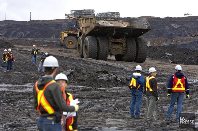 Élections Canada a haussé de 30% la rémunération... (PHOTO ALAIN ROBERGE, ARCHIVES LA PRESSE)