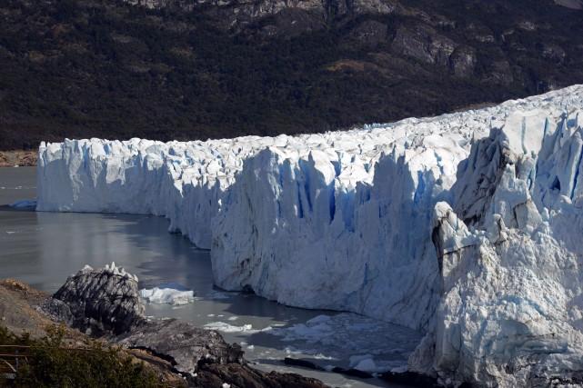 Vue du glacierPerito Moreno, en Argentine.... (PHOTO MARIO GOLDMAN, AFP)