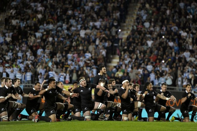Le célèbre Haka, rituel d'avant-match des All Blacks.... (Photo Juan Mabromata, Agence France-Presse)