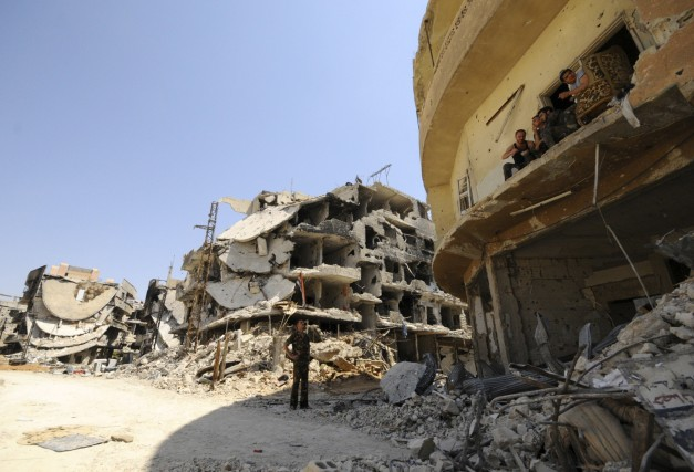 Les ruines de bâtiments près de Damas témoignent... (Photo Omar Sanadiki , Reuters)