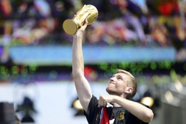 Per Mertesacker a aidé l'Allemagne à remporter une... (PHOTO ROBERT MICHAEL, AFP)