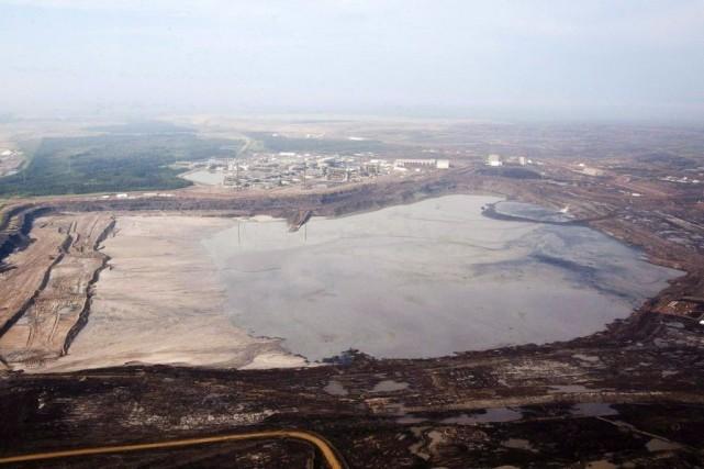 Les installations deSyncrude près deFort McMurray, en Alberta.... (PHOTO JEFF MCINTOSH, ARCHIVES PC)