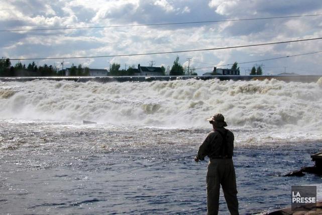 Les recherches en vue de retrouver un pêcheur tombé à l'eau tôt jeudi matin au... (Photo Archives La Presse)