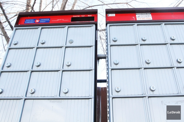 Postes Canada a commencé à distribuer des formulaires... (Photo Étienne Ranger, archives Le Droit)