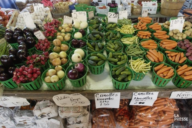 Un étal empli de légumes au marché Jean-Talon.... (Photo Robert Skinner, archives La Presse)