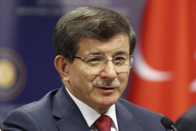 Ahmet Davutoglu est à la tête de la... (PHOTO ADEM ALTAN, AFP)