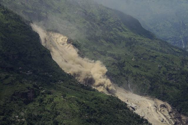 Plus tôt ce mois-ci, un glissement de terrain... (Photo Dipesh Shrestha, Reuters)