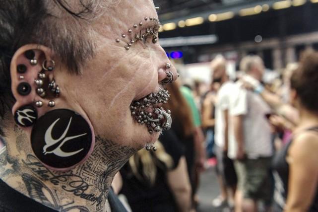 Rolf Buchholz affiche453piercingssur tout le corps.... (PHOTO PAUL ZINKEN, ARCHIVES AFP)